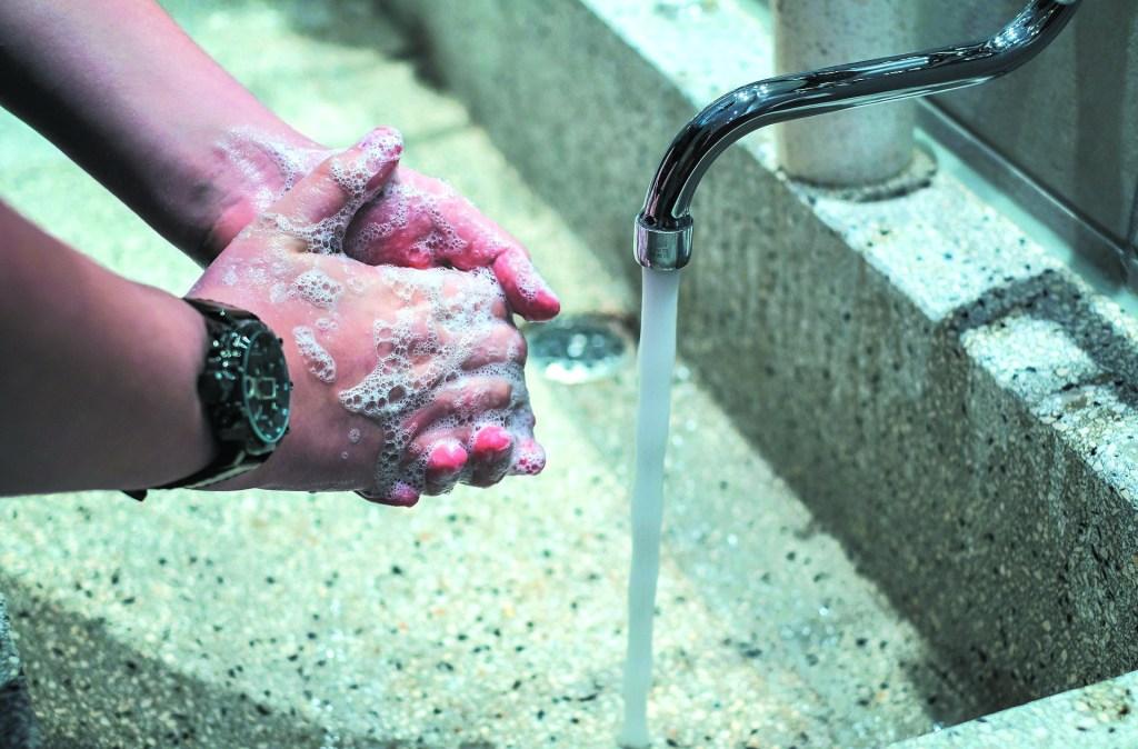 ¿Por qué el jabón es tan eficiente contra el coronavirus?