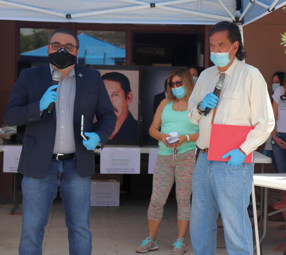 Richardson, Torres-Small, Cervantes y Lara entregan máscaras y gel de alcohol en Sunland Park