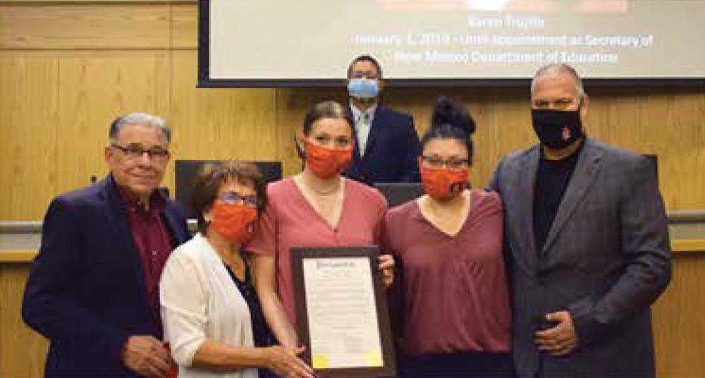 El Condado de luto por la muerte de tres excomisionados