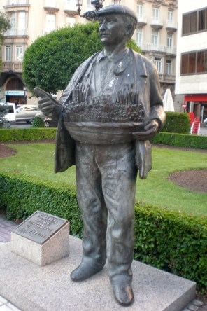 Albacete: Monumento al cuchillero en la plaza del Altozano