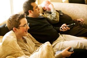 El Gran Via 2 ofrece a sus usuarios una zona de descanso con televisón y prensa