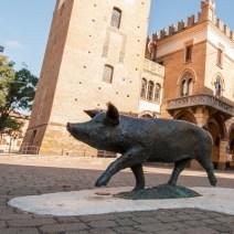 terre-di-castelli-castelnuovo-rangone-statua-del-maialino-wall-luoghi-eventi