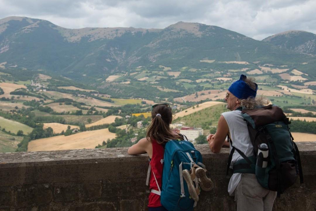 Cammino Terre Mutate Tappa 3 Camerino Fiastra affaccio dalla rocca di camerino (2)