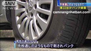 Xe ô tô ở Nhật bị đâm thủng lốp