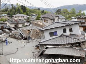 Động đất ở Kumamoto làm nhà sập hoàn toàn