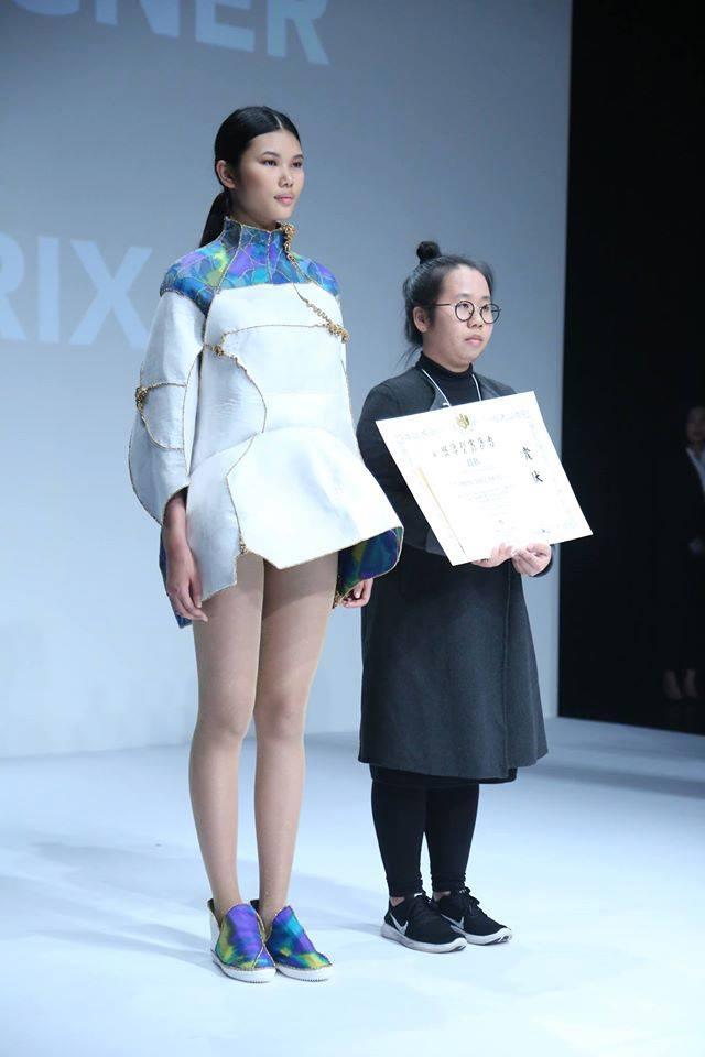 """Bộ trang phục mang ý tưởng """"vẻ đẹp của sự bất toàn"""" đã giúp cô gái Việt chiến thắng cuộc thi thiết kế thời trang """"đình đám"""" đất Nhật"""