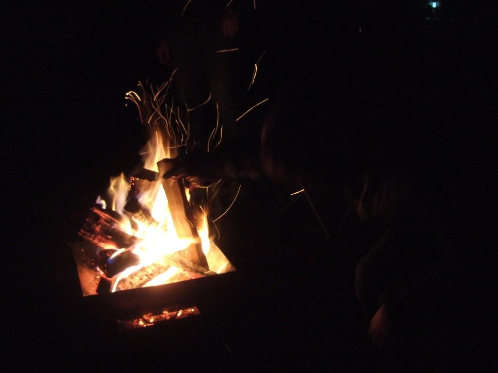 焚火ピラミッドグリルEVO-Lのシルエット