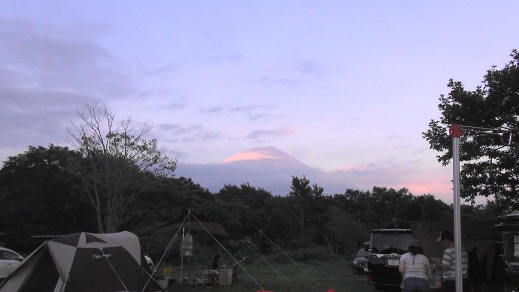 夕暮れ時に富士山が見えた