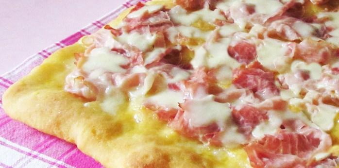 Pizza-crostino-al-prosciutto-cotto-ricetta-appetitosa-il-chicco-di-mais