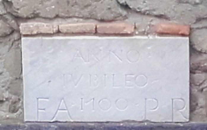 Epigrafe marmorea del Giubileo, su palazzo del '700