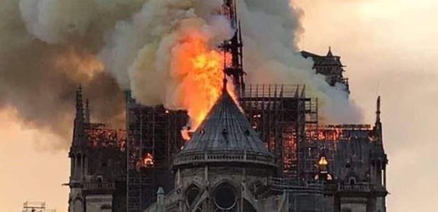 Zvony svatovítské katedrály jako hlas smutku a solidarity