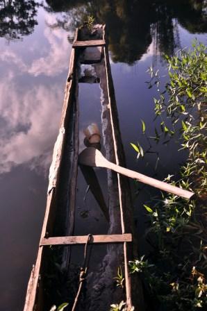 Canoa no rio de Una, 2012, por Daniela Alarcon.