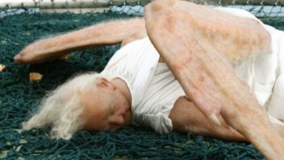 This-Realistic-Angel-Sculpture-Will-Make-You-Feel-Uncomfortable