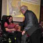 Når du møder en person med et synligt handicap, spørger du dem så, hvad de fejler?
