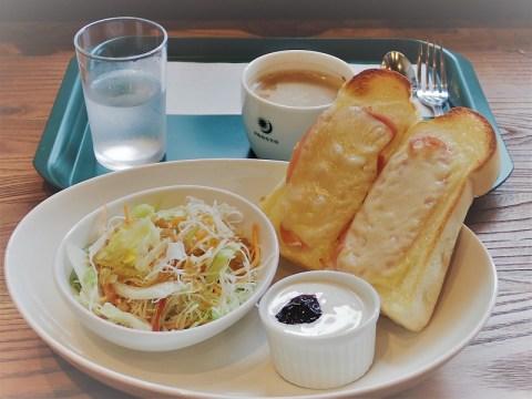 カフェの朝食