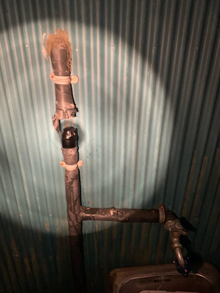 水道配管を切って塞いだ