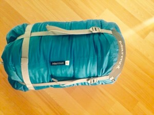 the bag compresses to get even smaller for travelling by pulling the straps as shown