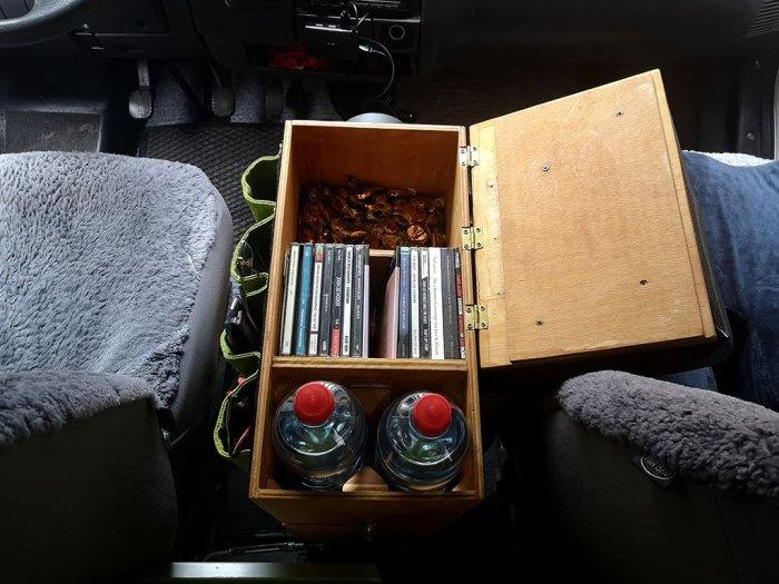 CD und Getränke Aufbewahrung in der Mittelkonsole