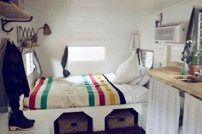 Shasta Camper Remodel 18