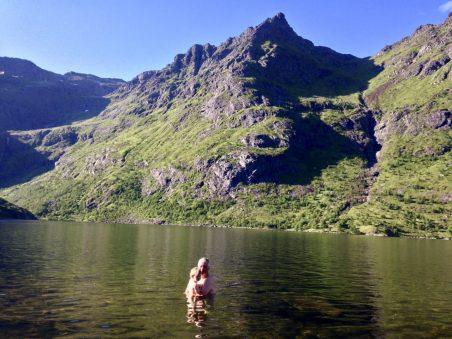 Baden im Süßwassersee von Å