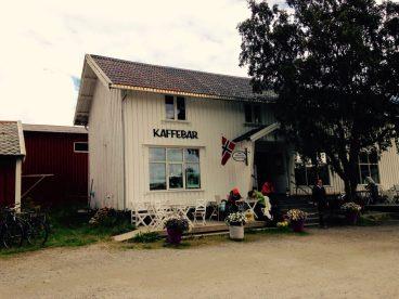 Café in Reine - los geht's, frühstücken!