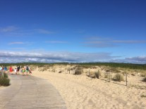 Großartige Weg zum Strand