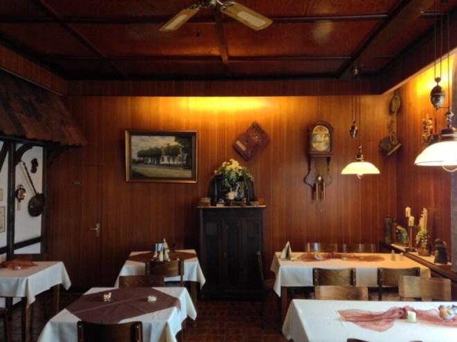 Strücklinger Hof, in het Duitse dorpje Strücklingen (Saterland). Het interieur was donker, maar het eten was goed en de bediening vriendelijk. In de buurt heb je de prachtige camperplek Sagter Ems