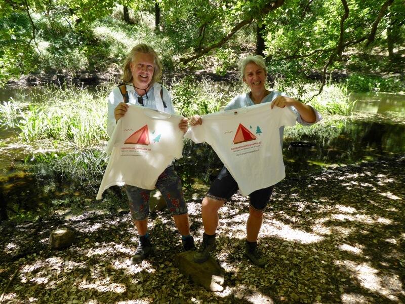 Walter & Janine in Arcornocales, het kurkeikenbos in zuid-Spanje. Ook daar makten we reclame ;-)