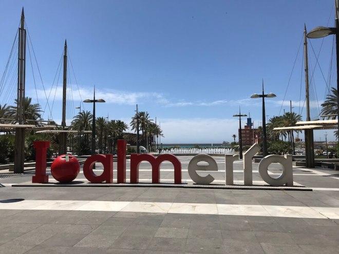 Nr. 14 op de kaart. Net als Amsterdam vroeger heeft Almería op de flaneerstraat Rambla de Belén zijn logo prominent neergezet.
