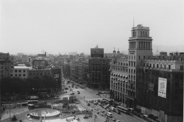 Placa de Catalunya, gezien van het terras El Corte Inglés. (foto 1978, Janine Stougie)