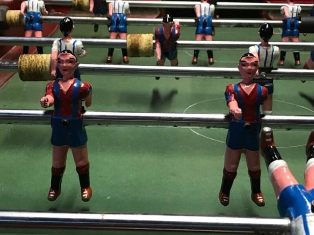 FC Barcelona, de trots van de stad. Deze voetballertjes kun je vinden in het Catalaanse historische museum. (wandeling Barcelona).