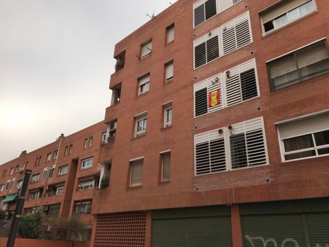 Spaanse vlag in de buitenwijk Sant Adrià de Besòs