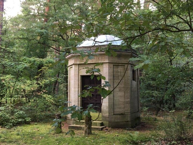Ook waldfriedhof Südwest kent monumentale begraafplaatsen.