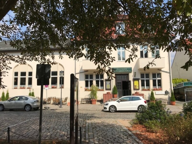 Middenin het oude dorp staat een heel oud café. Was ooit socialistisch staatsbezit, maar is nu in particuliere handen.