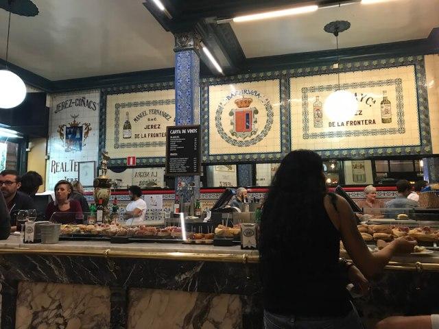 Het mooie interieur van café Iruña. (Bilbao).