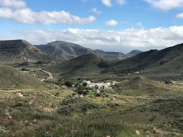 De weg naar Las Negras met op de voorgrond Las Hortichuelas.