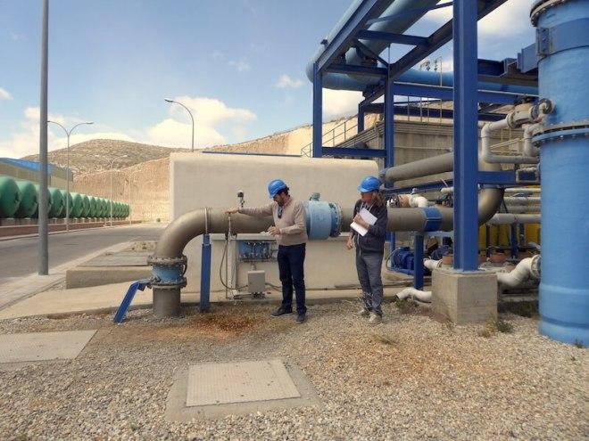 Walter mag het water uit de ontziltingsinstallatie proberen.
