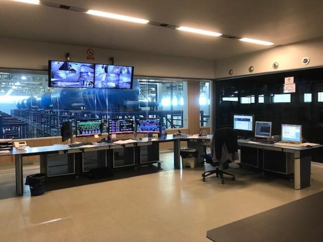 De controlekamer van de zoetwaterfabriek.