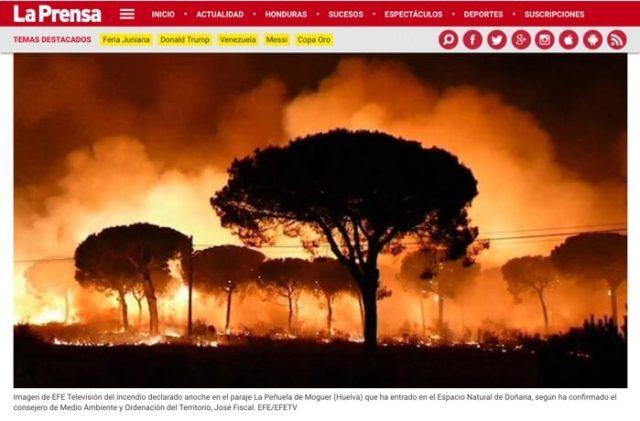 De bosbrand in Doñana was wereldnieuws. De foto van het Spaanse persbureau EFE belandde zelfs op de voorpagina van deze Hondurese krant La Prensa.