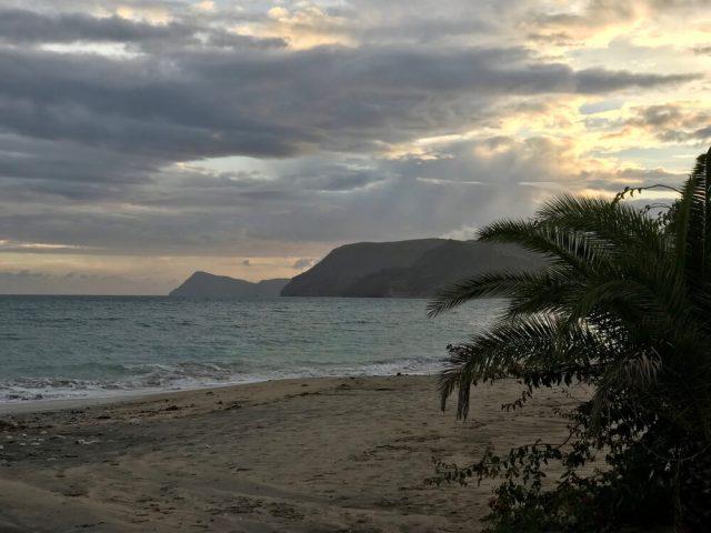 Het strand van Agua Amarga.