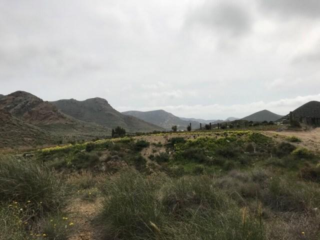 Het ruige en lege landschap vlakbij Hortichuelas