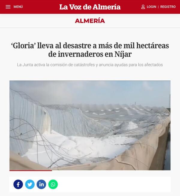 De regionale krant 'La Voz de Almería' toont de verwoestingen door 'Gloria'.