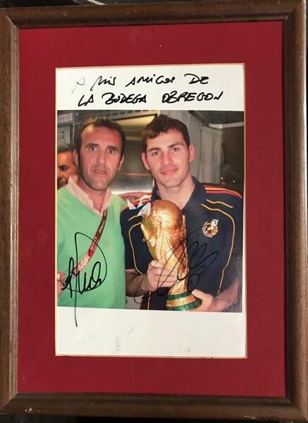 Ook de Spaanse keeper van het nationale voetbalelftal, Iker Casillas, bracht de kroeg een bezoek.