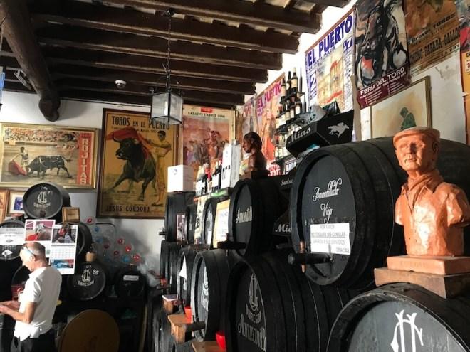 De oude sherryvaten met kraantjes.