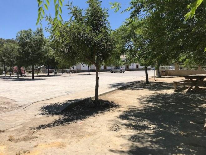 Bij het informatiecentrum is ook een camperplek, picknickplaats en restaurant annex hotel.