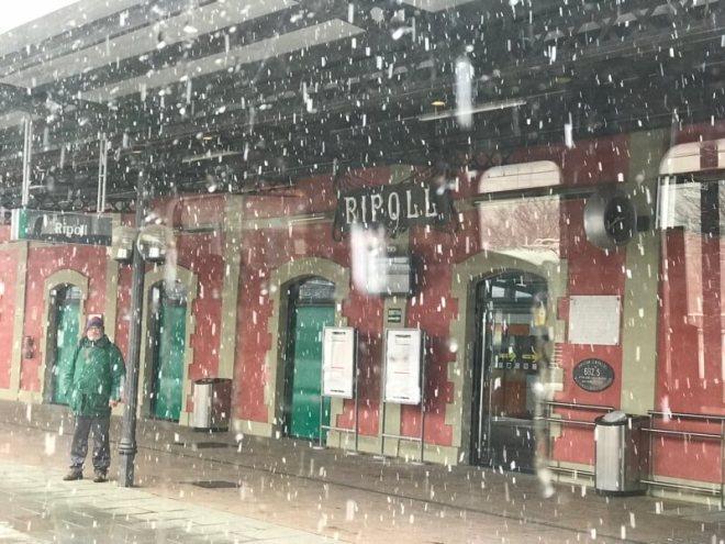 Ripoll ligt lager. De sneeuw valt hier nog in dikke, natte vlokken.