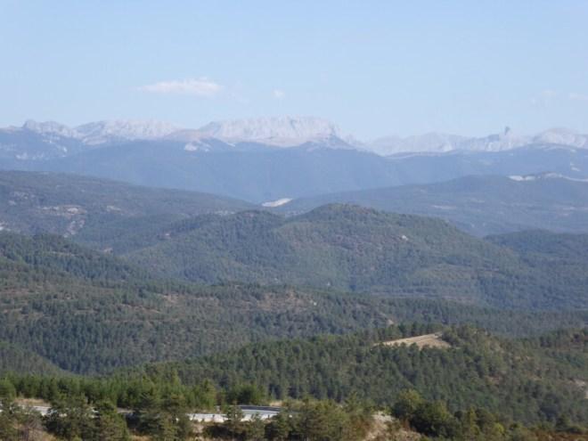 Zicht over de dichtbeboste Roncal-vallei.