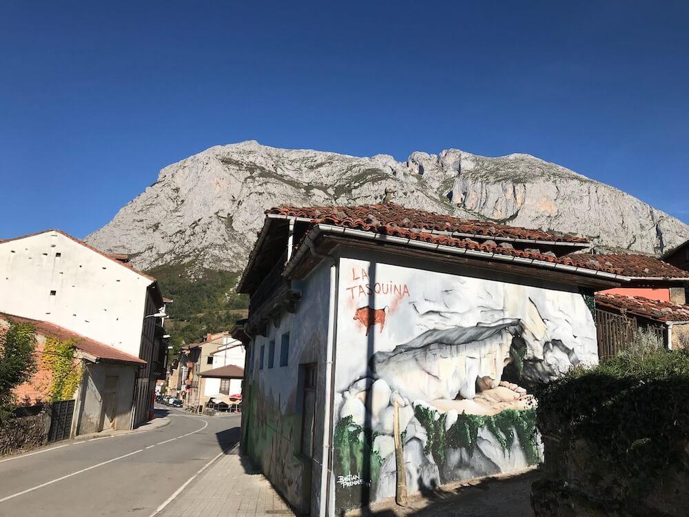 San Martín met de Sierra de Sobia op de achtergrond.
