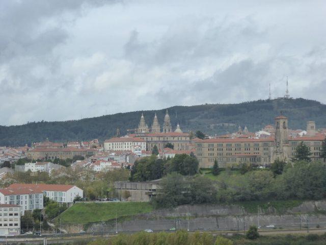 Vanaf Gaiás heb je een mooi zicht (bij goed weer) op de oude stad. (Santiago de Compostela).