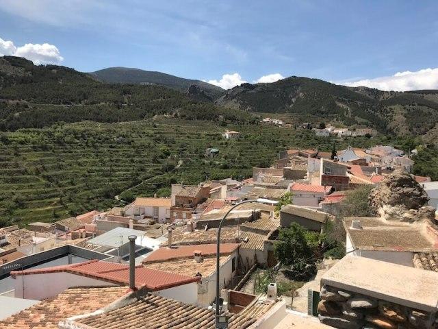 Vanaf het hoogste punt van het dorpje kijk je recht naar de Sierra de los Filabres.